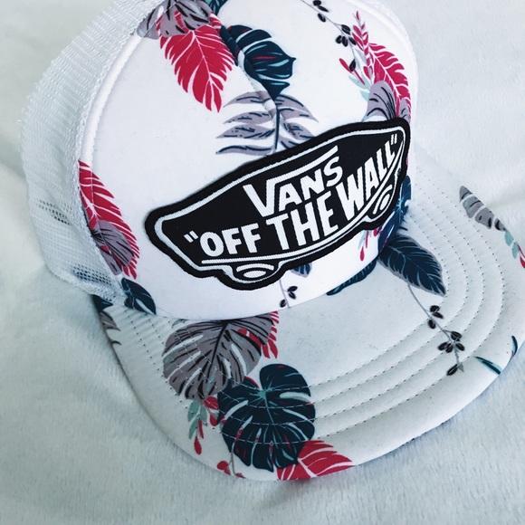 39be6838c0 Vans Accessories - Vans Hawaiian Floral Trucker Hat
